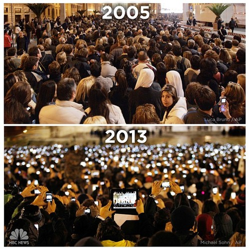 The smartphone invasion of the last 8 years, as seen in just 2 photos